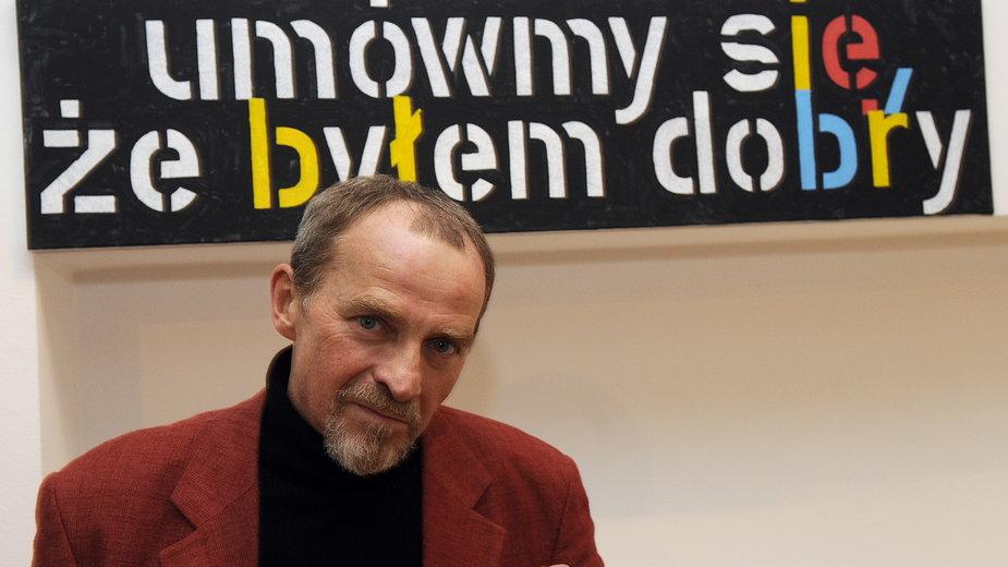 """Paweł Susid na swojej wystawie z 2010 r. """"Przewidywanie przez powtarzanie"""""""