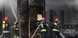 Na gdańskim Chełmie płonął warsztat samochodowy!