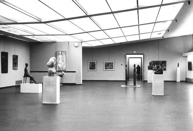 Przestrzeń ekspozycyjna na I piętrze Miejskiego Pawilonu Wystawowego w Krakowie, lata 60. XX wieku