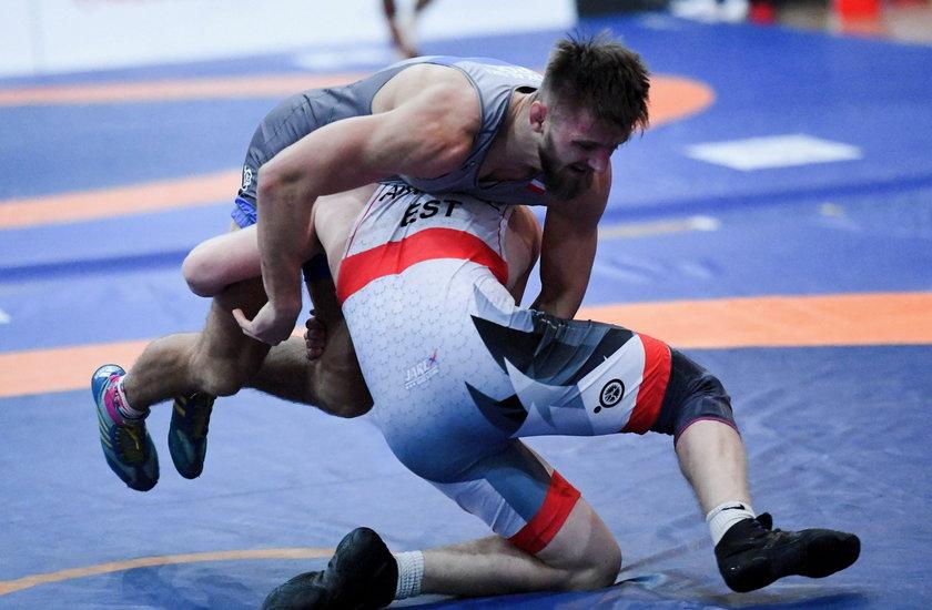 Memoriał Ziółkowskiego: Andrzej Sokalski (niebieski) i Aimar Andruse (czerwony) w pojedynku w kategorii 75 kg