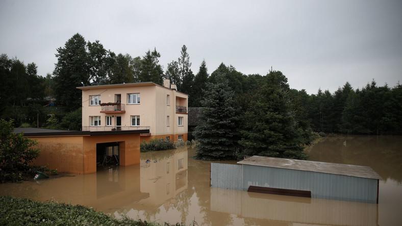 Zalania po nocnych ulewach w miejscowości Głogoczów