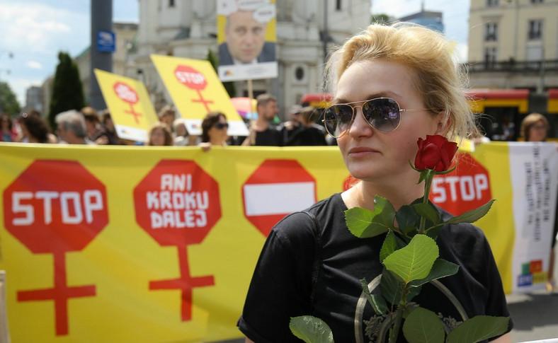 Marsz Godności - Protest Kobiet w Warszawie