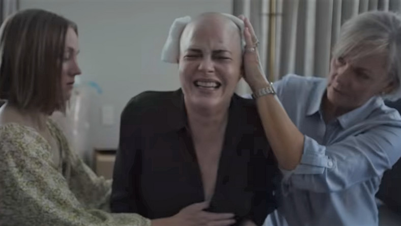 """Introducing, Selma Blair"". Selma Blair kręci film oswojej walce zchorobą"
