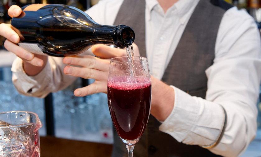 Jaki alkohol na sylwestra? Ten trunek wygrywa z szampanem