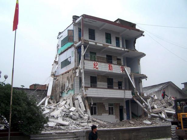 Budynek zniszczonej w trzęsieniu ziemi szkoły podstawowej w Liangping