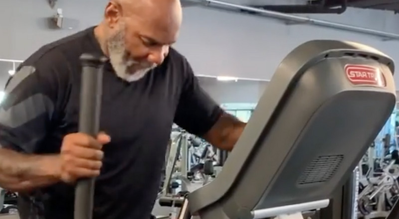 Bodybuilding Legend Flex Wheeler Is Documenting His Return to Fitness After a Leg Amputation