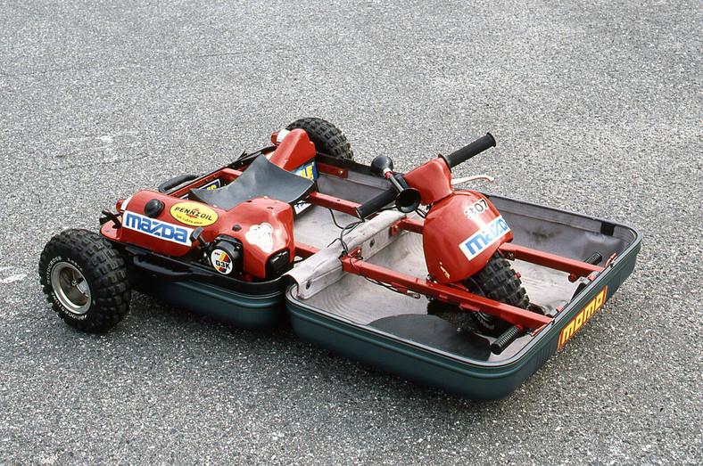 Mazda i samochód walizkowy