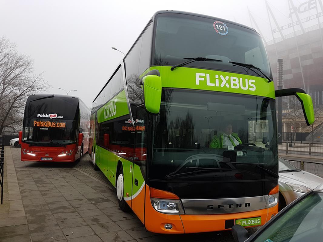 Prezentacja autokarów FlixBusa i Polskiego Busa w piątek w Warszawie