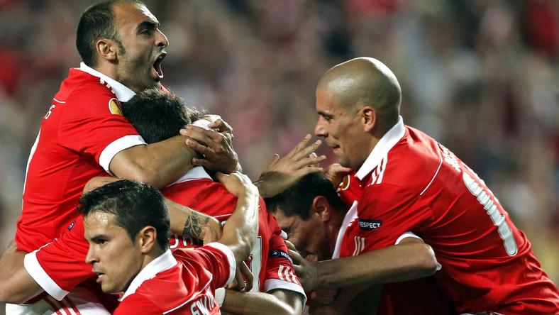 Piłkarze Benfiki cieszą się ze strzelonego gola