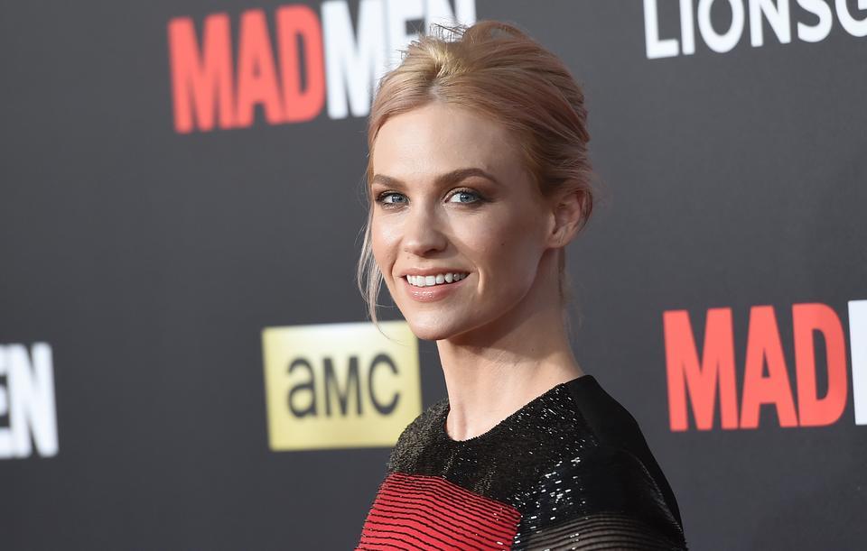 """Cztery lata później Jones zagrała swoją rolę życia w serialu """"Mad Men"""". Wcieliła się w rolę Betty Draper (później Francis), niezadowolonej z życia i idealnej z pozoru żony i matki. Obecnie Jones występuje w serialu""""The Last Man on Earth"""""""