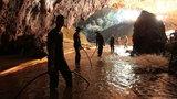 Akcja ratunkowa w jaskini w Tajlandii zawieszona. Na pomoc wciąż czeka 5 osób