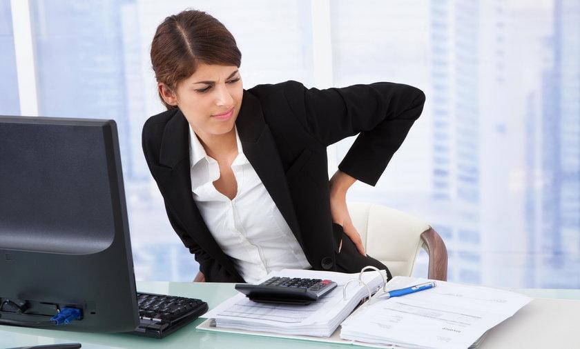 Praca w pozycji siedzącej to udręka dla naszego kręgosłupa