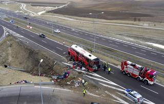 Wypadek autobusu na A4. Są ofiary. Śledztwo będzie prowadzone w kierunku katastrofy w ruchu lądowym