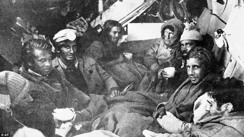 Pasażerowie lotu 571, którzy przeżyli 72 dni w Andach
