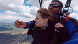 """Oświadczyny w przestworzach! Powiedziała """"tak"""" na wysokości prawie pięciu tysięcy metrów"""