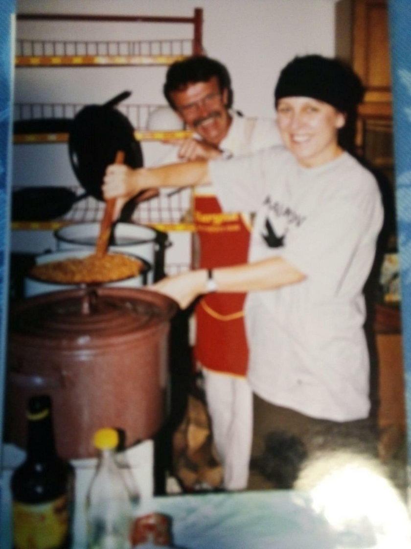 Olga Tokarczuk gotuje w świetlicy wiejskiej
