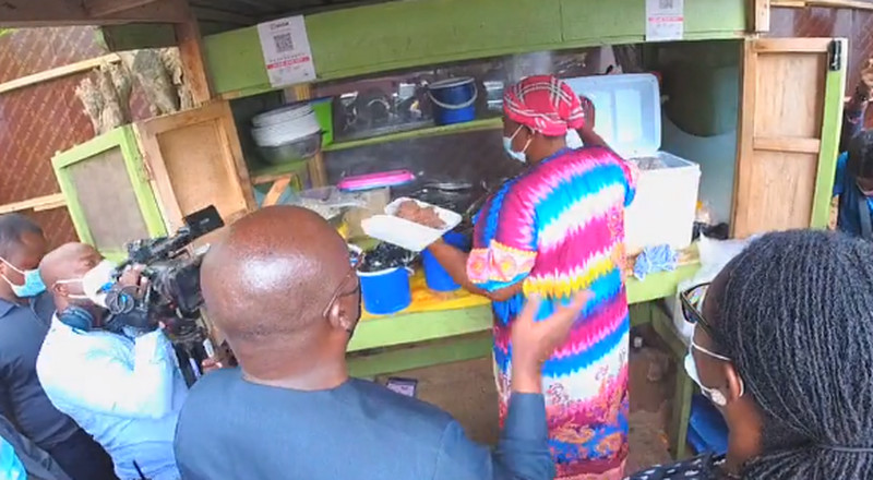 VIDEO: Bawumia buys waakye with QR code to demonstrate its use