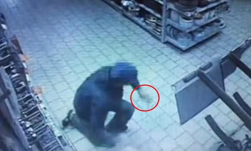 Białoruś: Odciął sobie palec i rzucił w sprzedawczynię.  Powodem telefon