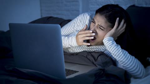 Najgorszym, co możesz sobie zrobić, jest wpatrywanie się w ekran tuż przed zaśnięciem