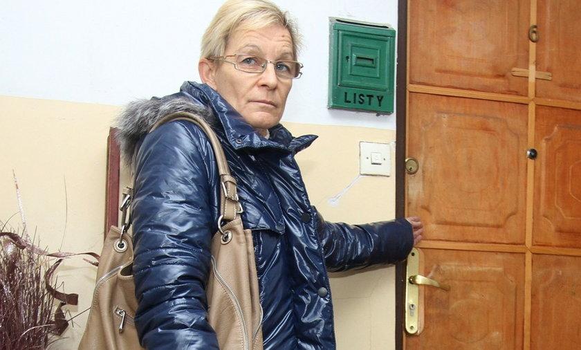 kobieta wyrzucona z mieszkania