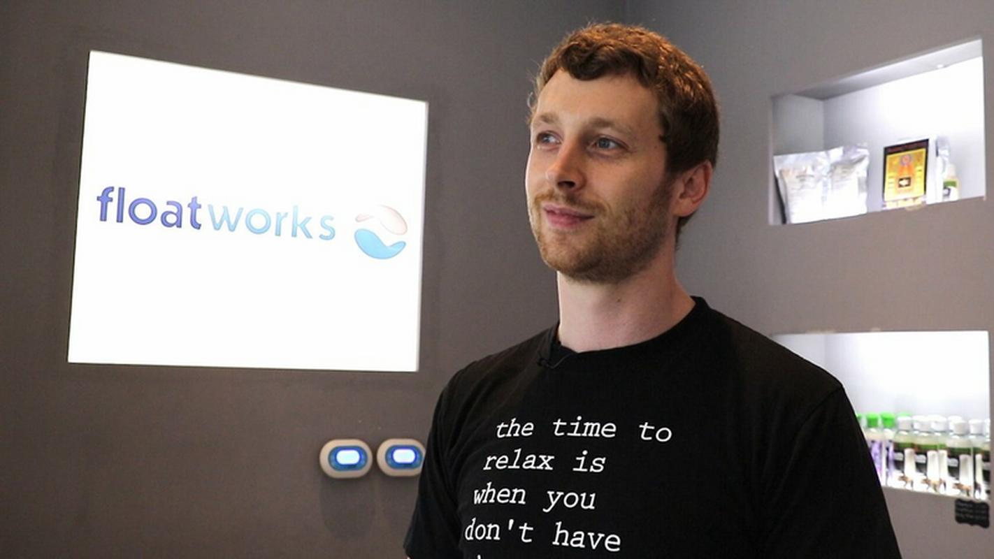 Chris Plowman, dyrektor Floatworks. Naprawdę zrelaksowany gość