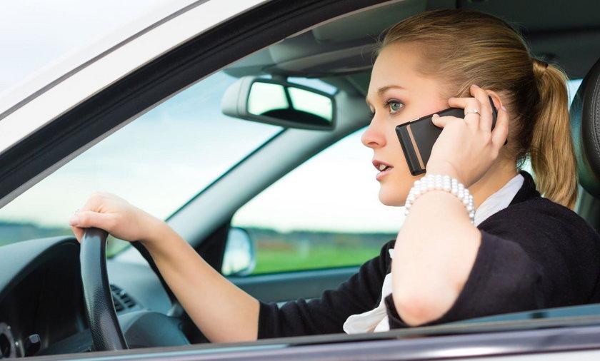 Zablokują Ci zdalnie telefon w jadącym aucie!