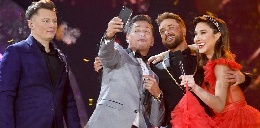 Wystąpił na koncercie sylwestrowym TVP i zelektryzował Polskę. Kim jest Pedro Santana?