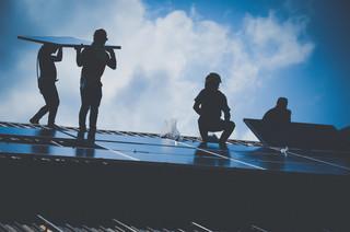 Branża fotowoltaiczna: Główne wyzwania to przyłączenia i przeniesienie produkcji do Europy
