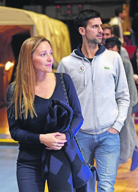 ZAMENILI ULOGE: Jelena Đoković uslikala muža u ovakvom izdanju! FOTO