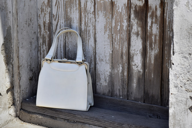 Uz moderne komade ova torba daje prizvuk retro stila
