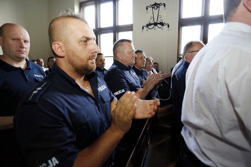 Policjanci z całego kraju przyjechali na rozprawę w Katowicach