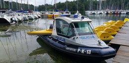 Burza na jeziorze zaskoczyła kajakarki. Na pomoc ruszyli policjanci