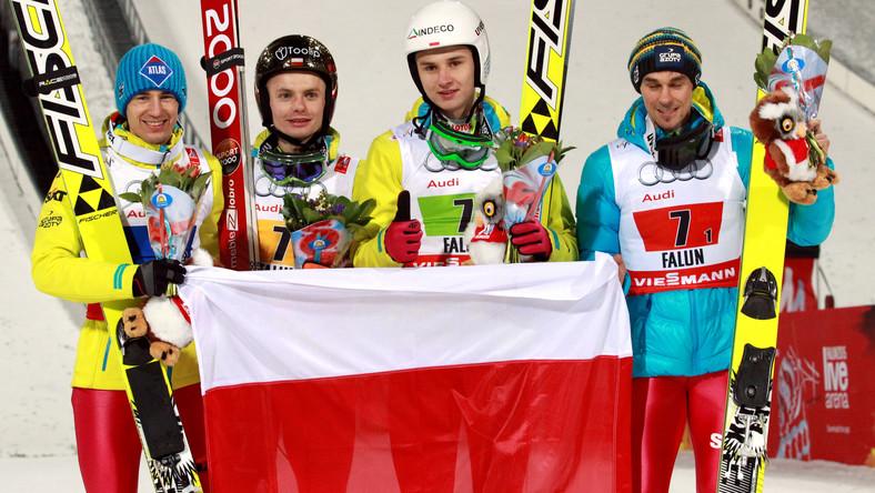 Brąz dla Polaków. Polska drużyna, w składzie (od lewej): Kamil Stoch, Jan Ziobro, Klemens Murańka i Piotr Żyła, zdobyła brązowy medal mistrzostw świata w szwedzkim Falun, 28 bm. Polacy zajęli 3. miejsce w konkursie drużynowym na skoczni HS-134.