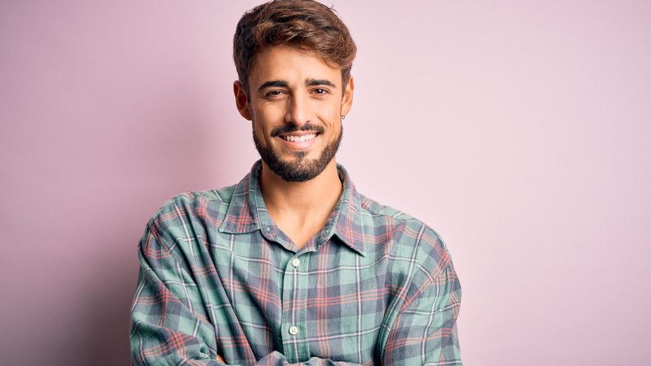 Męskie koszule – codzienne modele za mniej niż 100 zł