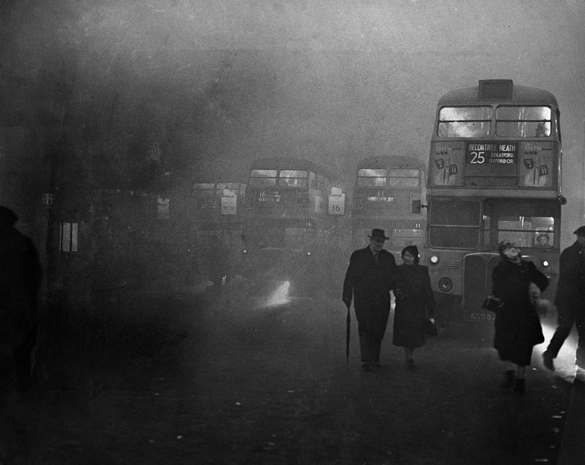 Trafalgar Square in London after the city was covered in dense fog.& 5th December 1952