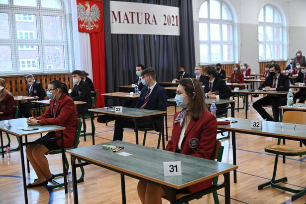 Egzaminy przebiegły spokojnie, zostały przeprowadzone w każdej szkole.