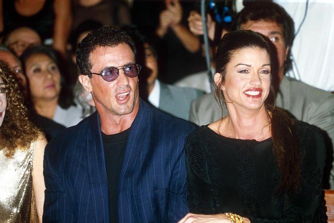 Dženis sa bivšim partnerom Silvesterm Staloneom 1994. na reviji u Parizu