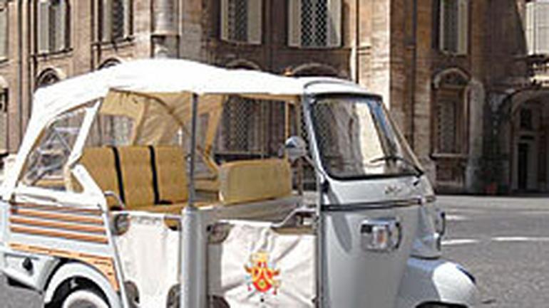 Piaggio Ape: sześćdziesiąte urodziny z papieżem