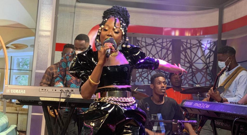 Stonebwoy joins social media to praise Efya over enchanting performance (WATCH)
