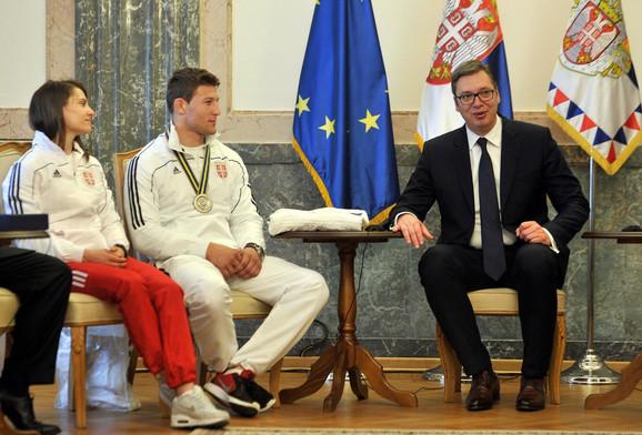 Aleksandar Vučić u razgovoru sa džudistima Milicom Nikolić i Nemanjom Majdovim