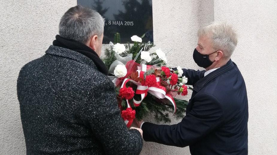 Władze Łowicza upamiętniły Narodowy Dzień Pamięci Żołnierzy Wyklętych