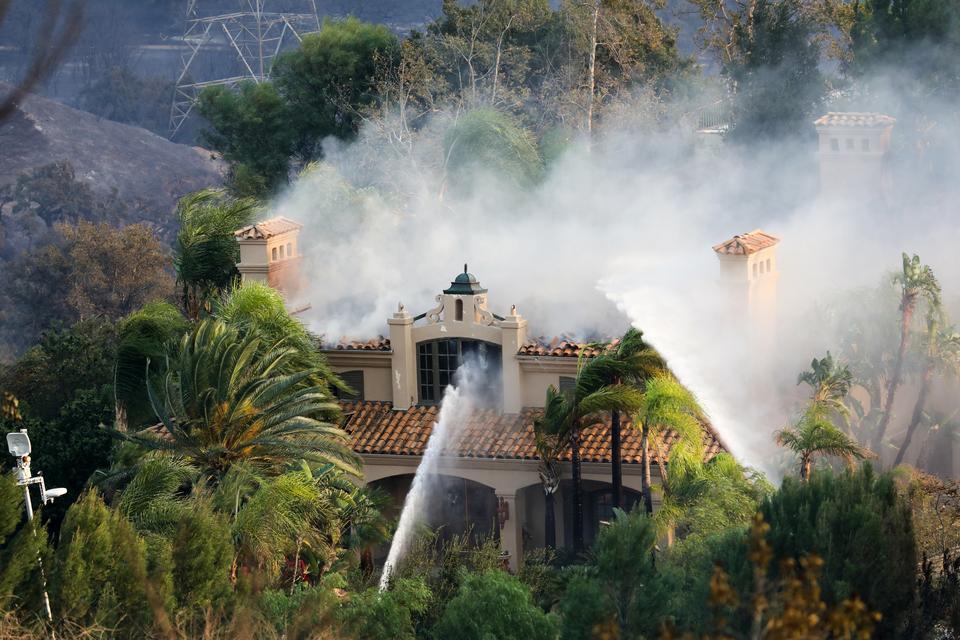 Pożar w Anaheim Hills w Anaheim w Kalifornii