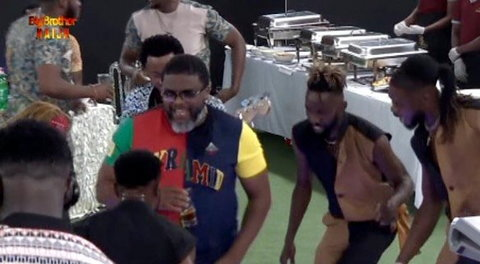 Larry Gaga had the time of his life as 2Baba visits BBNaija 2019 Pepper Dem house to celebrate his 44th birthday. [Twitter/BBNaija]