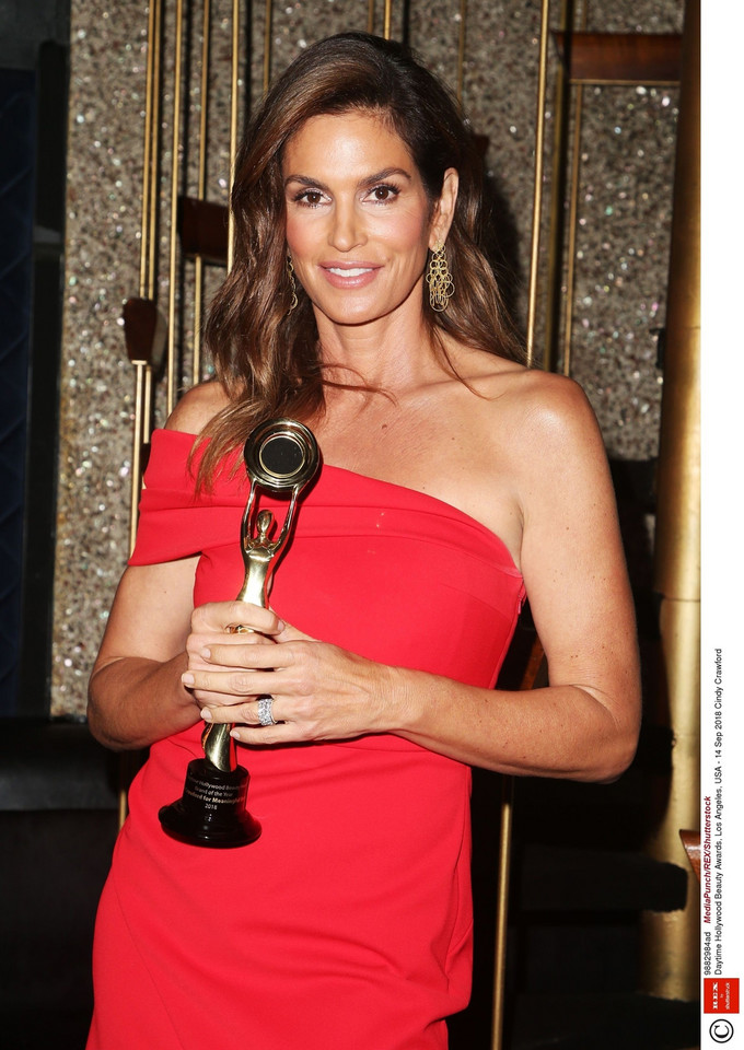 "Cindy Crawford na rozdaniu nagród ""Daytime Hollywood Beauty Awards"" w 2018 roku"