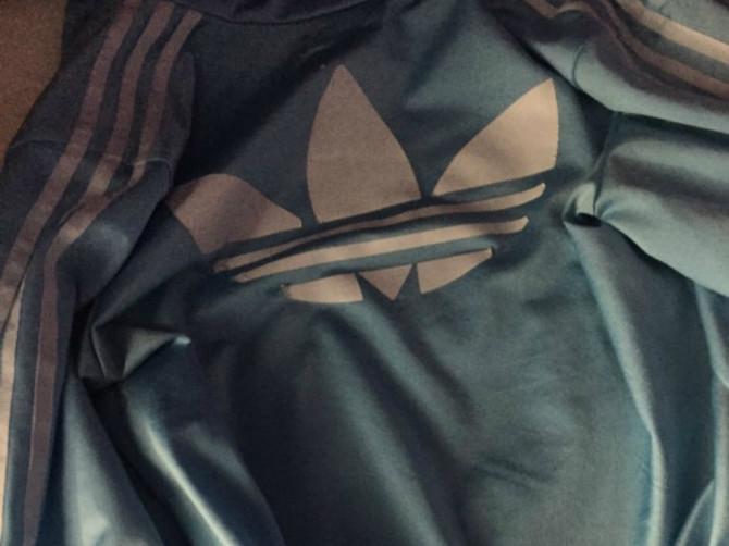 Ovo je mnogo gore od haljine koja menja boje...Dakle, koje je boje ova jakna