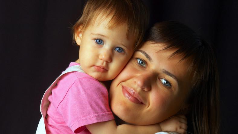 Jakie prawa przysługują młodej mamie?