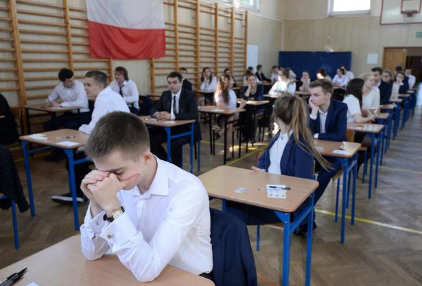 Egzamin rozpoczął się po godzinie 9. Trwał 170 minut.