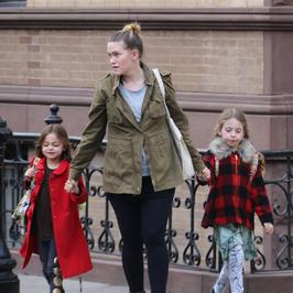 Córki Sarah Jessiki Parker w drodze do szkoły. Zobacz, jak są ubrane