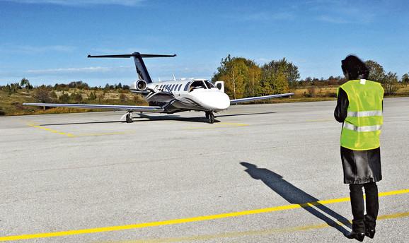 Proteklih godina ovaj aerodrom služio je samo za letove manjih vazduhoplova