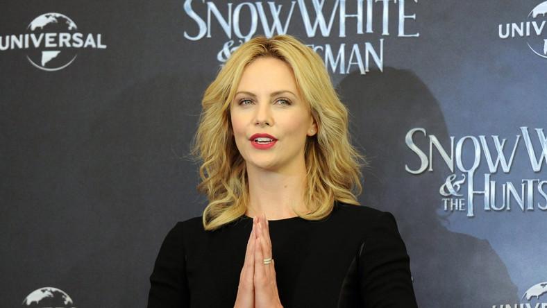 """Charlize Theron promowała """"Królewnę Śnieżkę i łowcę"""" w Japonii"""